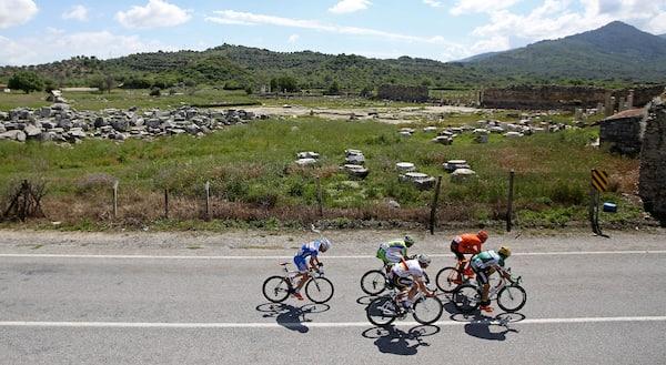 Slidstærk spanier snupper flot og bjergrig Giro-etape
