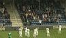 Når fodbold bliver sekundært: Fans sender rørende opbakning ned mod kollapset spiller