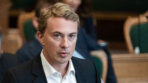'Det er en skandale' - ordførere fra blå blok kræver  EM-afgørelse fra regeringen nu