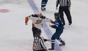 Savner du også NHL? Så se lige Ehlers i denne fight og savn det endnu mere