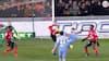AKROBATISK: Monaco-angriber vipper bolden op til sig selv og SMÆKKER den i nettet!