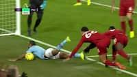 Guardiola raser ud på sidelinjen - bliver Sterling snydt for TO straffespark mod Liverpool?