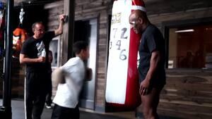 Tyson og Jones lukker kameraet ind til træning - varm op til lørdagens store boksebrag med et besøg hos legenderne