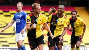 Watford-forsvarer sørger for 1-1 med akrobatisk mål i tillægstiden