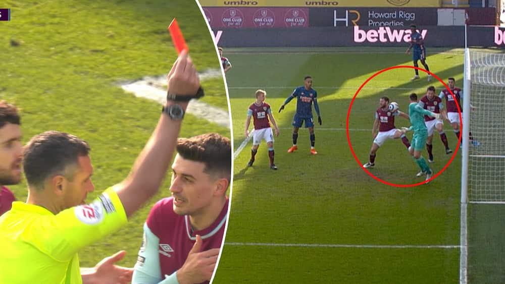Burnley-spiller blev vist ud - så trækker dommeren det røde kort tilbage