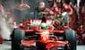 Massa brager ud af pitten : Benzinslangen flyver efter Ferrarien – mekaniker bliver sendt i asfalten