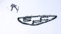 Polak laver alle tiders længste skihop i Garmisch-Partenkirschen og vinder