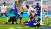 Arsenal sender Leicester ud af Liga Cuppen efter selvmål