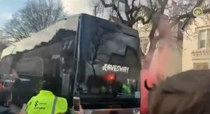 Ruder smadret: Real Madrids bus udsat for hærværk på vej til Anfield