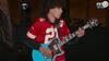 Galt eller genialt? Ung guitarist fyrer den maks af med nationalsang