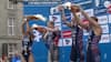 PROST! Triumferende triatleter bader hinanden på klassisk tysk facon – Se det her