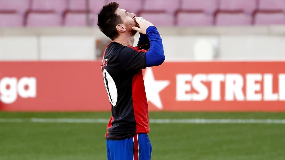 Messi idømt bøde for at hylde Maradona