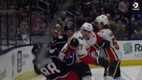 Overvej en boksekarriere: NHL-spiller sender modstander i gulvet med en ren kæberasler - se det her