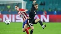 Retro: Får direkte RØDT for kung-fu-tackling på Atlético-stjerne