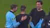 Smukt øjeblik: Bundesliga-spiller får dommerens trøje efter sin sidste kamp