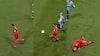 Han går HELT i stå: Twente-spiller får frygtelig fibersprængning
