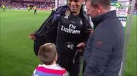 Bliv nu færdige: Lille dreng ender med at afbryde Real Madrid-stjernes tv-interview