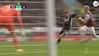 MÅL! Burnley vil have frispark - så tonser Leicesters Barnes ned og scorer til 1-0
