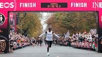 HISTORISK: Kenyaner løber maraton på under to timer - 'Jeg har det godt'