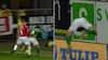 Helt unødvendigt: Finnbogason brager Viborg-spiller ud over banden