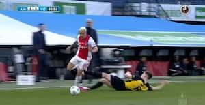 Dansker får rødt kort i hollandsk pokalfinale efter brutal nedslagtning af Ajax-spiller